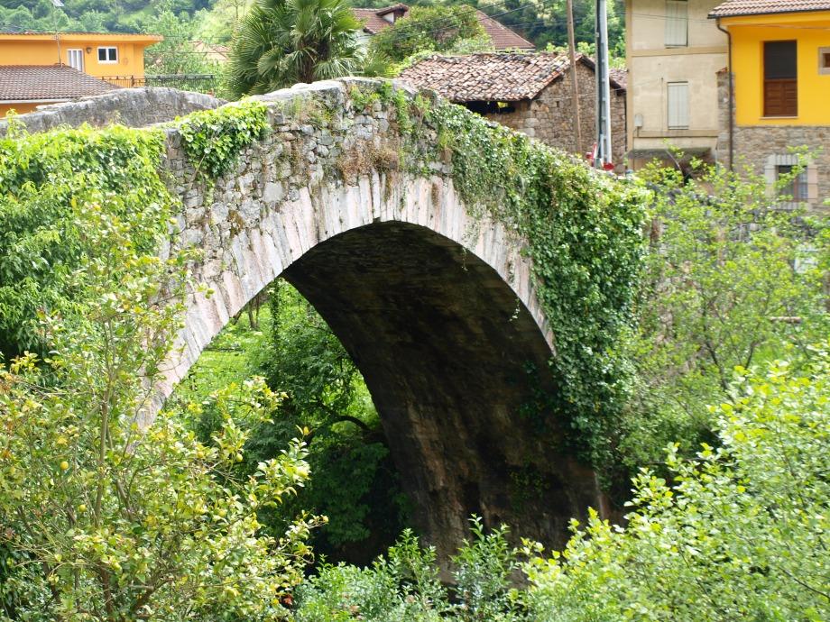 Puente de Villanueva de Santo Adriano