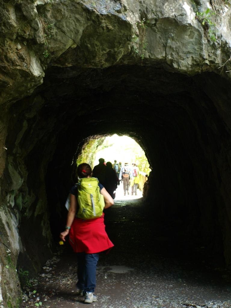 Uno de los túneles excavados en la roca