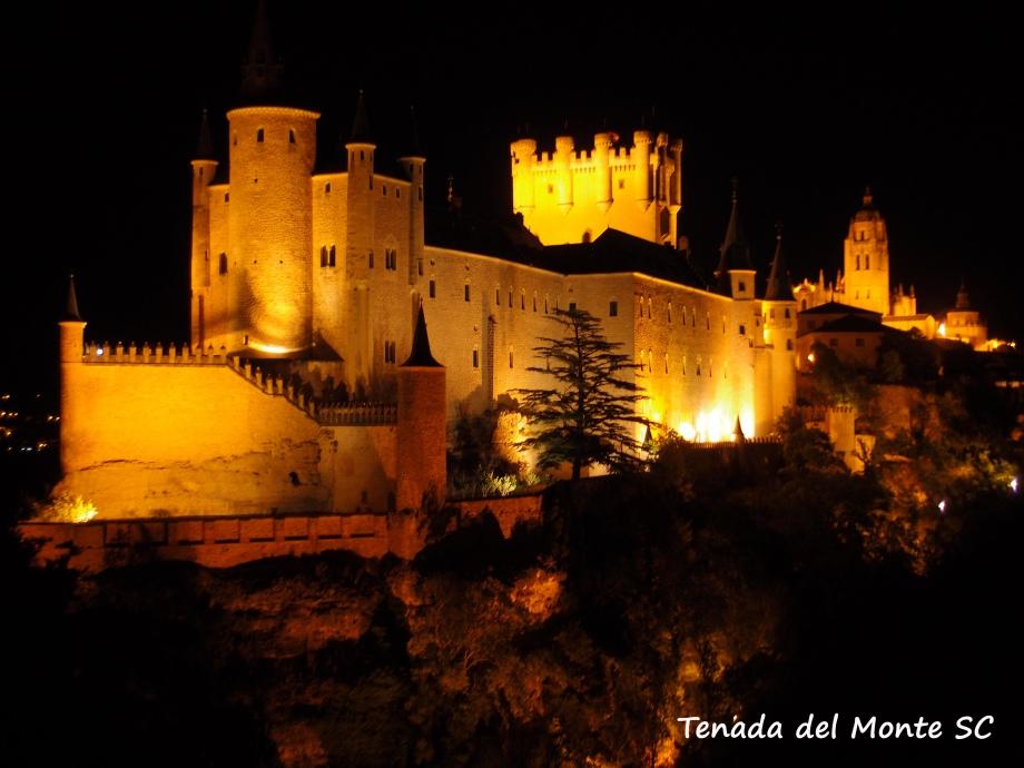 Segovia a la luz de la luna